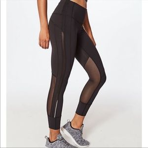 LIKE NEW Lululemon 7/8 legging with mesh | 2